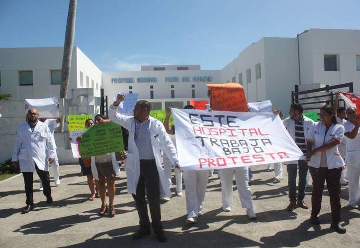 El personal médico del Hospital General de Playa del Carmen advierte que volverá a marchar para hacer escuchar sus demandas. (Daniel Pacheco/SIPSE)