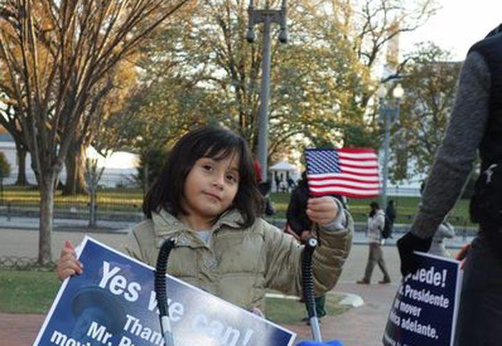 Se estima que hasta el 48 por ciento de los indocumentados que viven en EU puedan beneficiarse del plan anunciado por Obama. (AP)