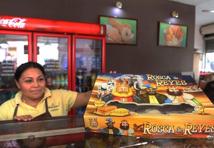En las panaderías del centro de la ciudad, la Rosca de Reyes se pueden encontrar desde los 60 pesos. (Notimex)
