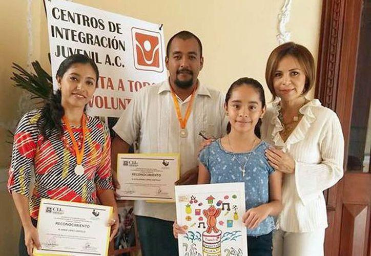 Jóvenes fueron galardonados por su trabajo en el Patronato por Yucatán sin Adicciones de Centros de Integración Juvenil. (Milenio Novedades)