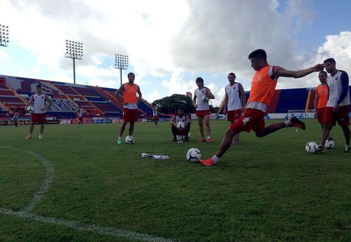 El cuadro cancunense trabajó ayer en la cancha del estadio Andrés Quintana Roo. (Archivo/SIPSE)
