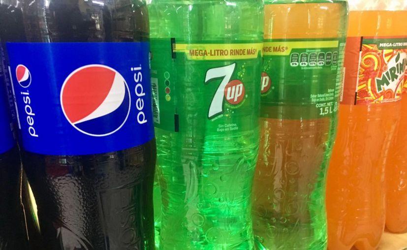 Preparan un ligero aumento al impuesto en refrescos. (Imagen tomada de sintesistv.com.mx)