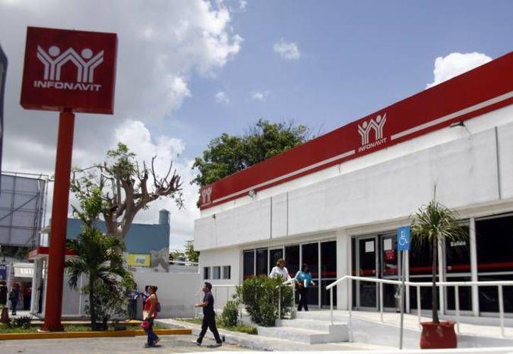 En lo que va de 2016 van 8 mil familias beneficiadas en Yucatán por el Infonavit con casas nuevas: Bonilla Campos. (SIPSE)