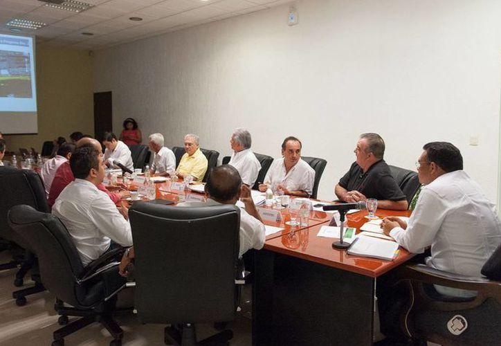 Detonar el potencial de puerto Progreso, objetivo de la reunión del gobernador Rolado Zapata con delegados federales y el acalde Daniel Zacarías. (Cortesía)