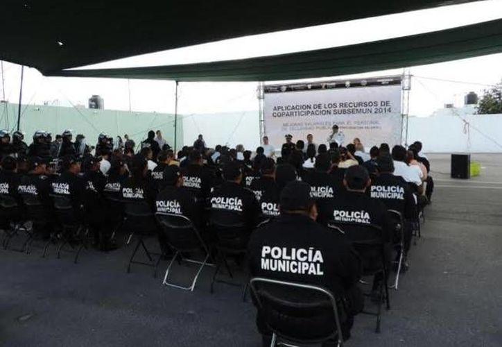 El evento se realizó en el edificio de la corporación policiaca presidida por el alcalde Daniel Zacarías Martínez y el secretario de Seguridad Pública, Luis Felipe Saidén Ojeda. (Oscar Pérez/SIPSE)