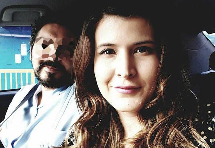 La doctora Karen Estrada Ávila fue encontrada sin vida en el baño de mujeres del hospital en el que trabajaba; tenía ocho meses de embarazo. (El Heraldo de Chihuahua)