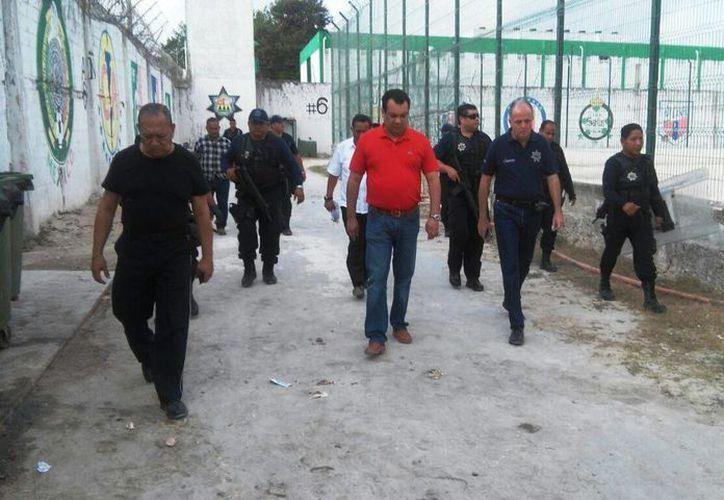 Las autoridades estatales realizaron un recorrido en la cárcel. (Eric Galindo/SIPSE)