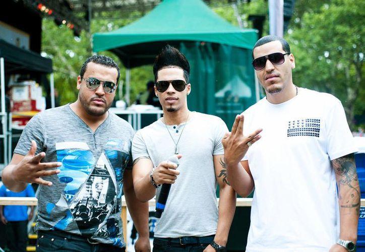 Lenny Santos (i), Steven Styles y Max Santos (d), integrantes de Vena. (Agencias)