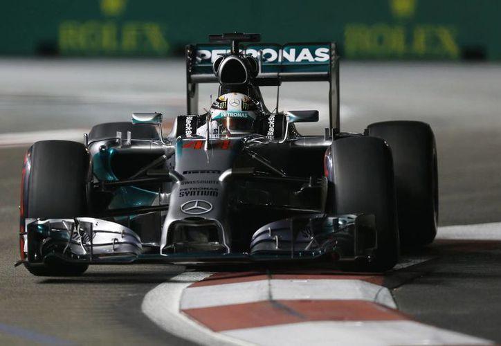 Hamilton se afianzó de su sexta pole de la temporada con un tiempo de un minuto y 45,681 segundos. (Foto: AP)