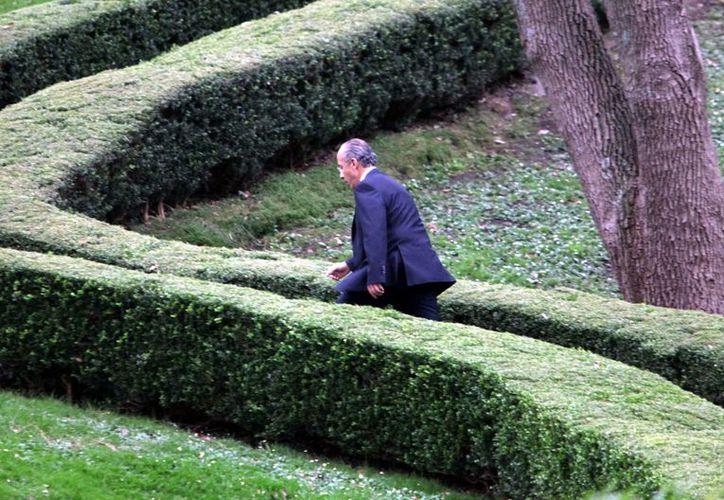 Calderón deja Los Pinos con un 61% de aprobación ciudadana a su trabajo, como ocurrió con Fox. (Reforma)