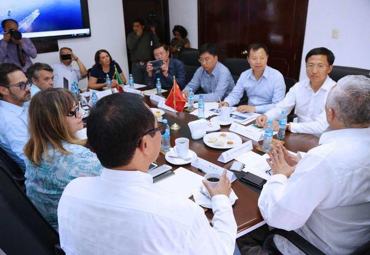 Empresarios chinos durante su encuentro con funcionarios del Ayuntamiento de Mérida. (SIPSE)
