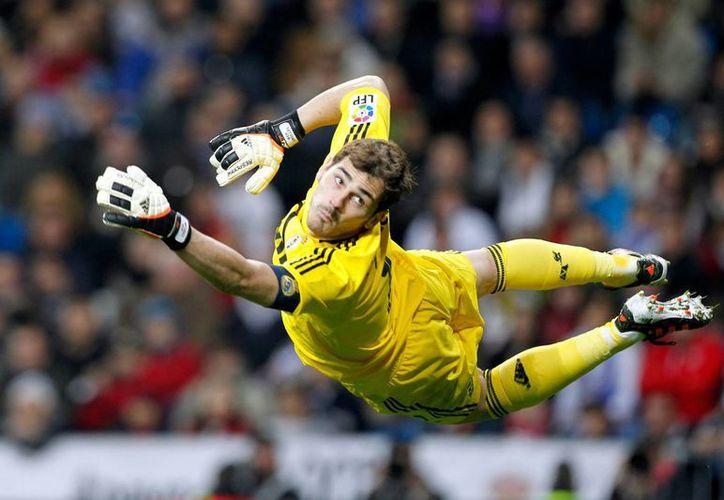 Iker Casillas, tricampeón de Europa, amplió su contrato con Real Madrid dos años más. (depor.pe)