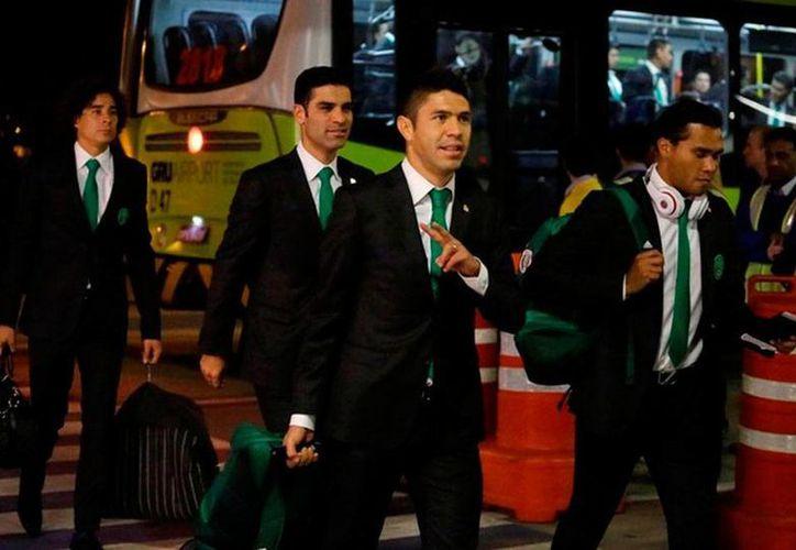 Algunos futbolistas mexicanos reflejaron en su rostro el mal sabor de la derrota de anoche, pero la mayoría estaba de buen talante. (milenio.com)