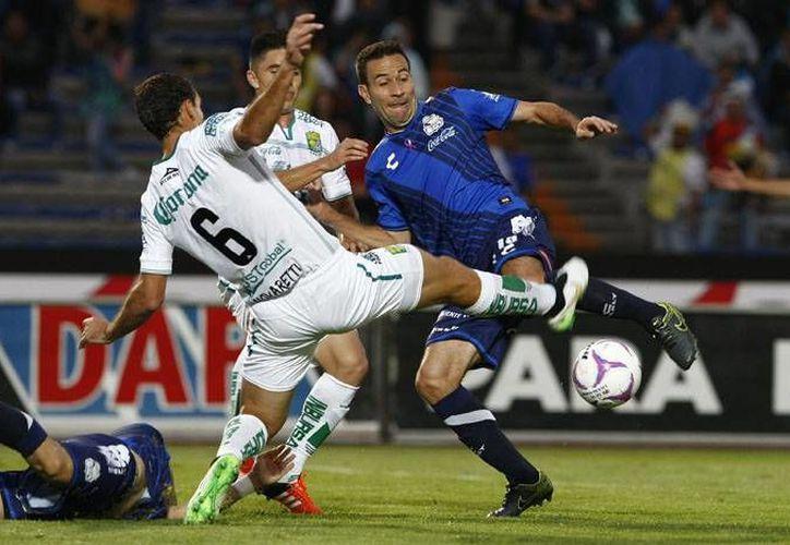 Luis Gabriel Rey marcó al minuto 40 el gol que le dio al Puebla los tres puntos ante León, la tarde de este domingo en el estadio Universitario BUAP. (ligamx.net)