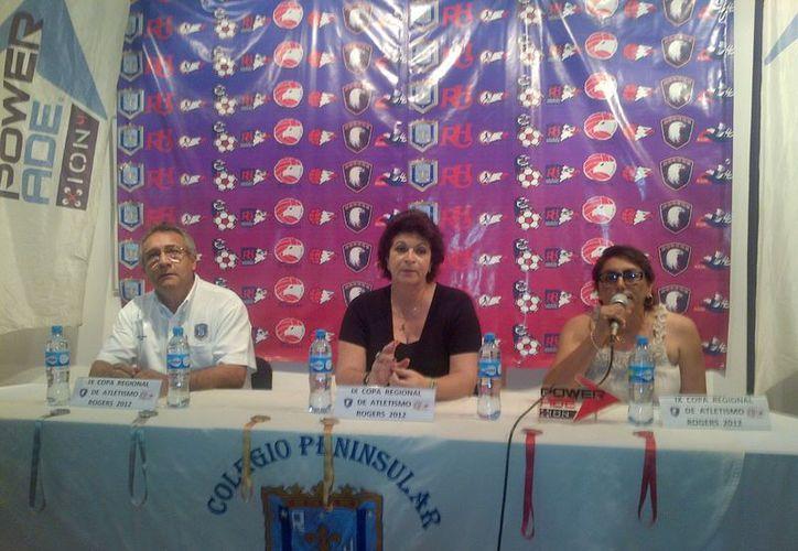 Los organizadores del evento, durante el anuncio del mismo. (SIPSE)