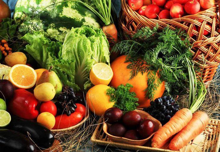 Un mayor consumo de estos alimentos podrían salvar millones de vidas, debido a la relación del sobrepeso y obesidad con enfermedades crónicas. (Archivo SIPSE)