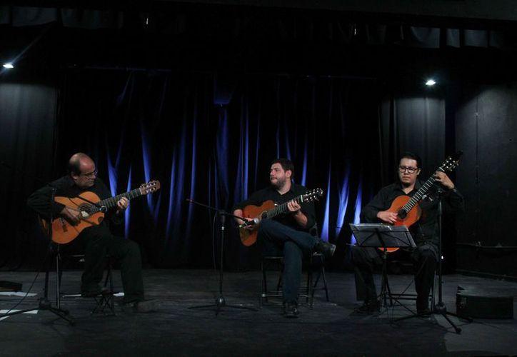 Arnaldo Freire, Irineu Barse y Erik Zárate deleitaron al público. (Faride Cetina/SIPSE)
