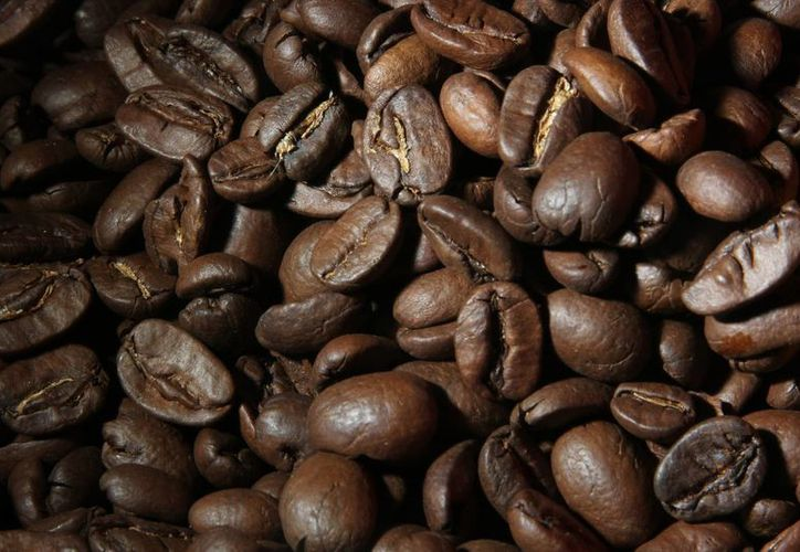 La cafeticultura enfrenta los vaivenes constantes del precio internacional. (Archivo/Notimex)