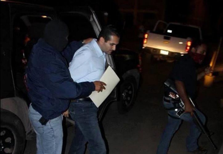 Imagen de archivo de Uriel Chávez Mendoza, ex presidente municipal de Apatzingán, al ser detenido el pasado 15 de abril. (twitter/@ValorMichoacan)