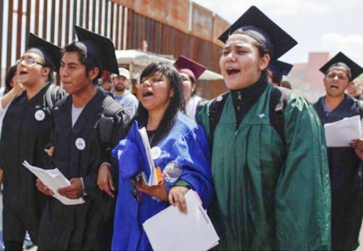 Otorgarle estatus legal y autorización laboral a los inmigrantes equivale a una amnistía y les concede el derecho a recibir la ciudadanía. (Agencias)