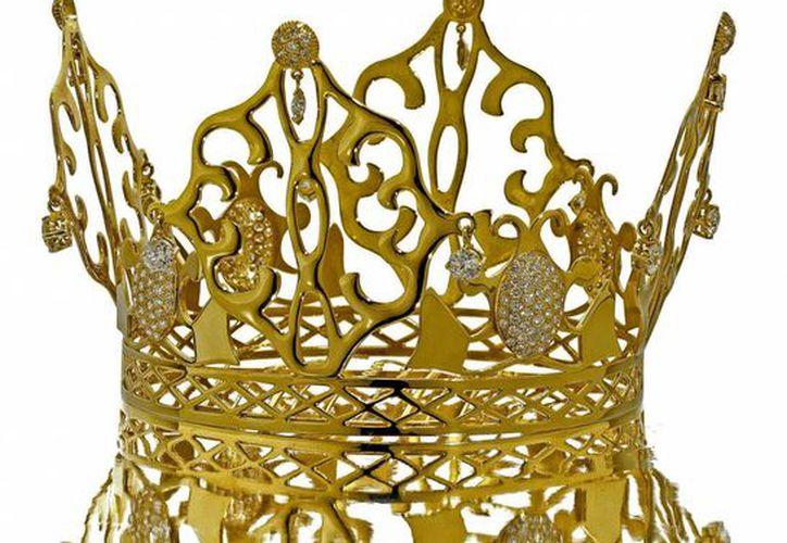 Esta es la tiara de oro de 18 quilates y diamantes que Victoria Beckham llevó en su boda en 1999. (EFE)