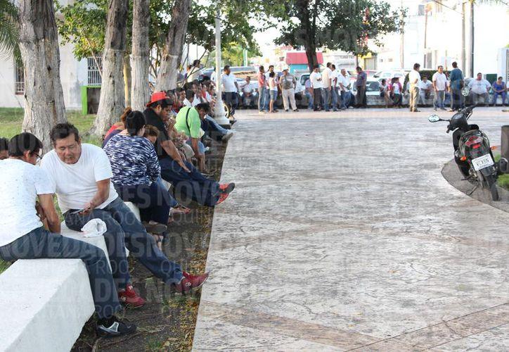 La tarde de ayer, una comitiva, sostuvo una reunión con autoridades del Gobierno del Estado, para solicitar una nueva asamblea en la que rindan cuentas. (Joel Zamora/SIPSE)