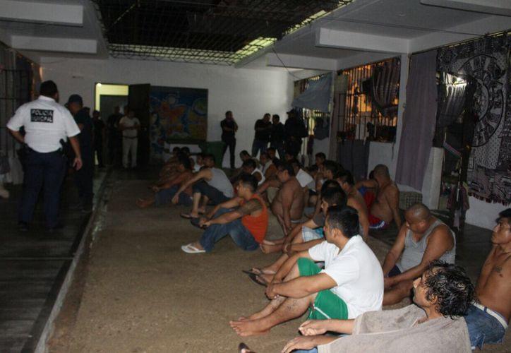 Durante la acción se revisaron 11 celdas y más de 35 reclusos. (Redacción/SIPSE)