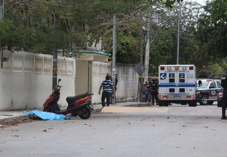 """La ejecución ocurrió afuera de la escuela primaria """"Adolfo Cisneros Cámara"""". (Redacción/SIPSE)"""