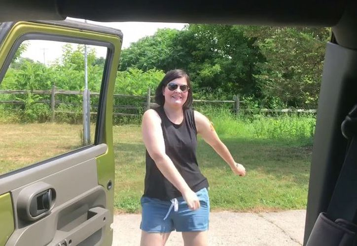 El 'Shiggy Challenge' consiste en salir de un coche en movimiento, o estacionado, para realizar un peculiar baile. (Foto: Redes sociales)