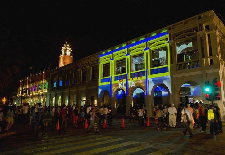 Gracias a La Noche Blanca Mérida fue mencionada constantemente en redes sociales la noche del sábado y la madrugada del domingo. (Notimex)