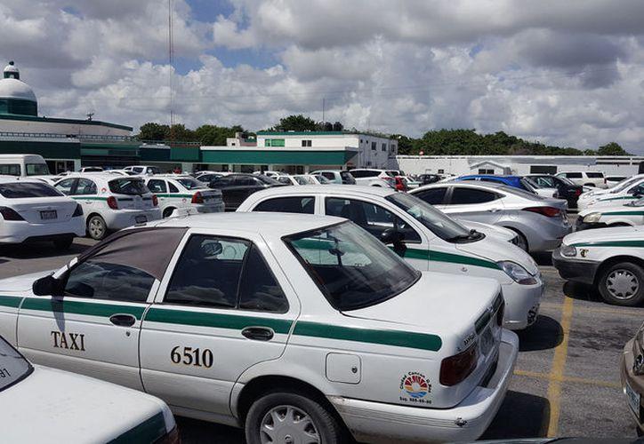 Las sanciones para los taxistas, van desde una multa económica, hasta una suspensión laboral temporal. (Foto: Jesús Tijerina)