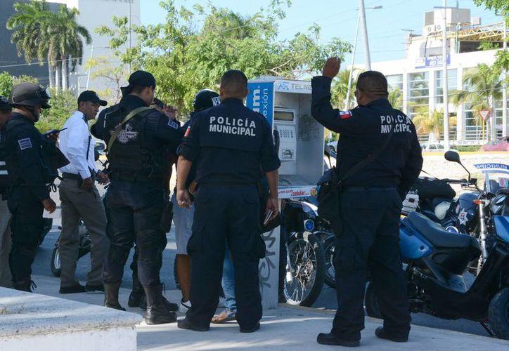 En algunos casos los elementos policíacos no desempeñan de la manera correcta sus arrestos, pero pueden ser denunciados a través de Asuntos Internos. (Victoria González/SIPSE)