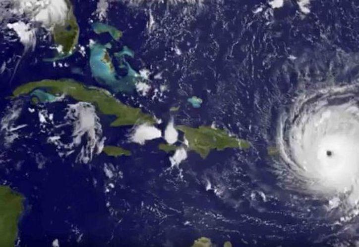 Los vientos sostenidos de 'Irma' son de 185 millas por hora. (NOAA).