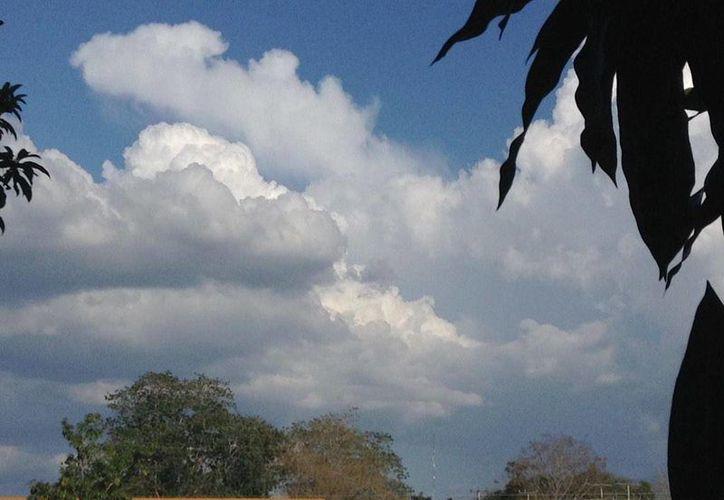 En Valladolid ya se levantan nubes de lluvias. (Twitter/@ClimaYucatan)