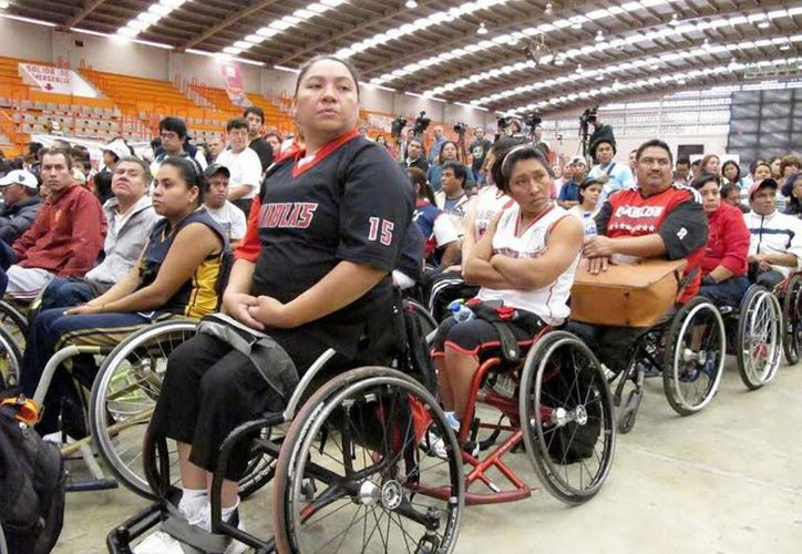 Personas con discapacidades físicas tendrán beneficios económicos en el DF a la hora de trámites relacionados, por ejemplo, con el Registro Civil. (Notimex/Foto de contexto)