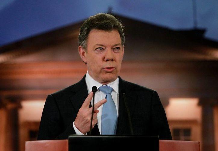 El presidente de Colombia, Juan Manuel Santos, avanza a paso lento en su intención de que haya paz dentro de su país. (EFE/Archivo)