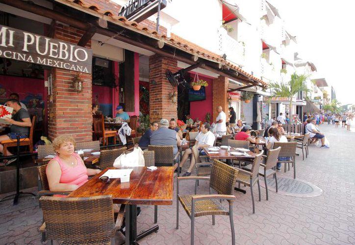 Los restaurantes tuvieron buena afluencia de comensales. (Octavio Martínez/SIPSE)