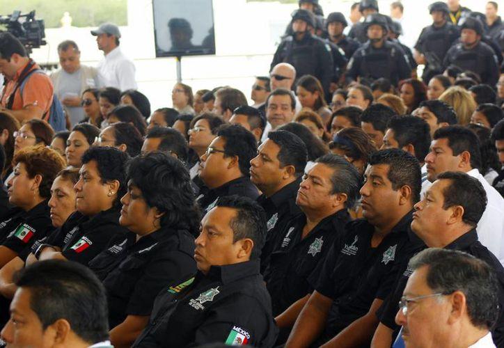 La CNDH certificó ayer a 800 funcionarios de la FGE en materia de derechos humanos.  (Juan Albornoz/SIPSE)