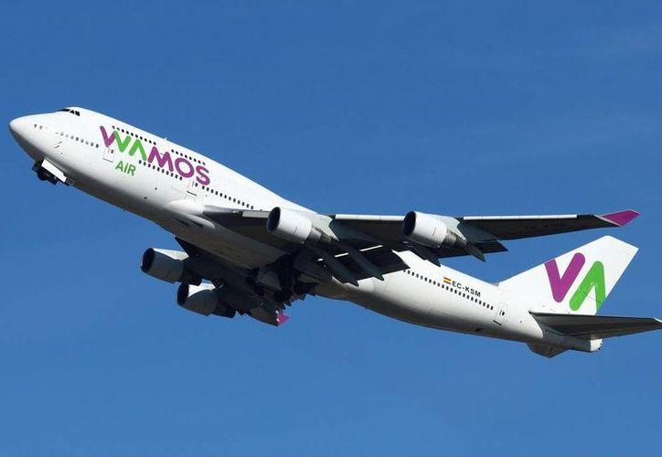 Alrededor de 500 personas esperaban abordar su vuelo el día 12 de julio, percatándose de que uno de los vidrios de la aeronave estaba estrellado. (Contexto/Internet)
