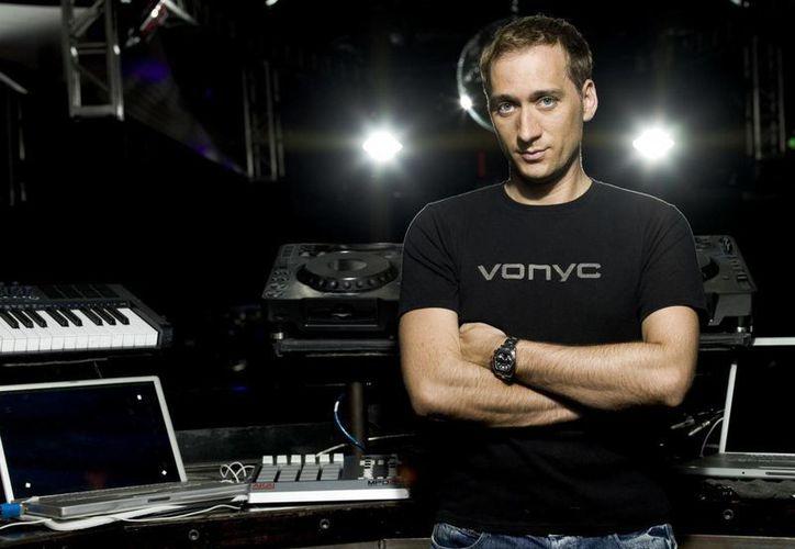 Paul Van Dyk es un artista nominado al Grammy, mundialmente y con más de 3 millones de discos vendidos en todo el mundo. (blirk.net)