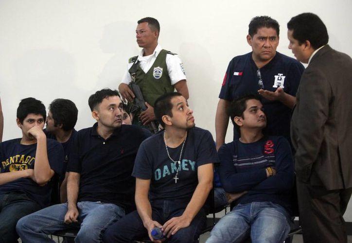 Parte del grupo de 18 falsos periodistas de Televisa detenidos en Nicaragua durante una audiencia en los juzgados en Managua. (Archivo/EFE)
