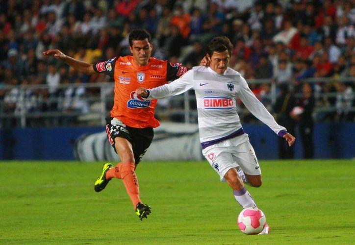 Si el jugador mexicano no entra en el once de Caballero, podría emigrar al balompié europeo. (Foto: Agencias/Archivo)