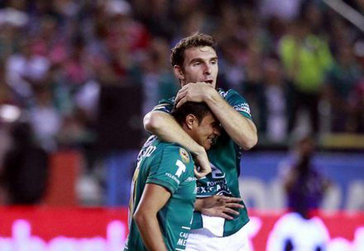 Durante el partido León vs Toluca, que ganó por un gol la escuadra guanajuatense, solamente se registraron tarjetas amarillas. (Notimex/Archivo)