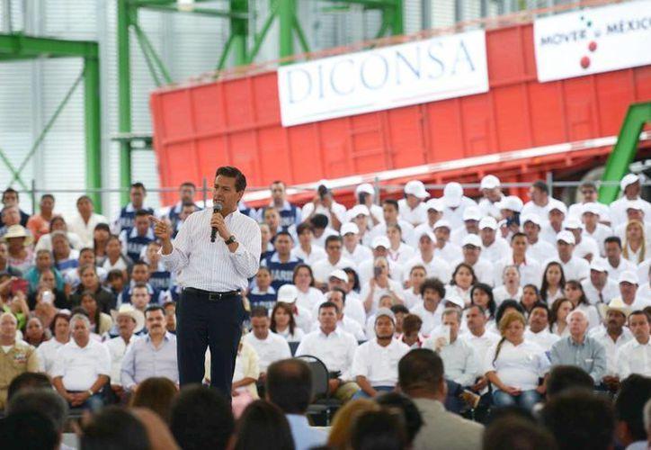 El mandatario asegura que la accesibilidad a los combustibles permitirá que el país siga creciendo. (Presidencia)
