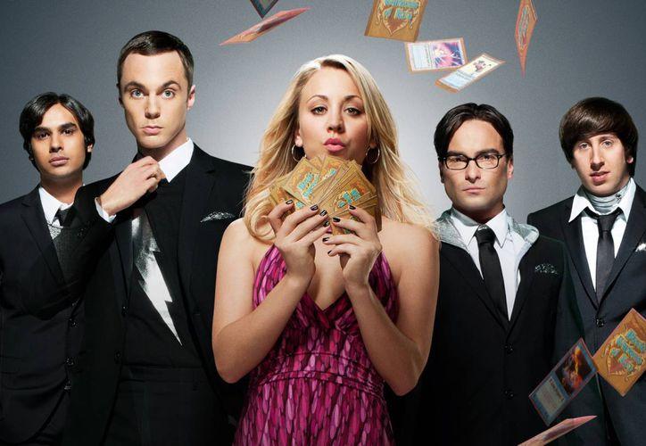 'The Big Bang Theory' es una serie de comedia que fue vista en promedio cada semana por 23.4  millones de espectadores por semana en Estados Unidos. (ohmymag.com)