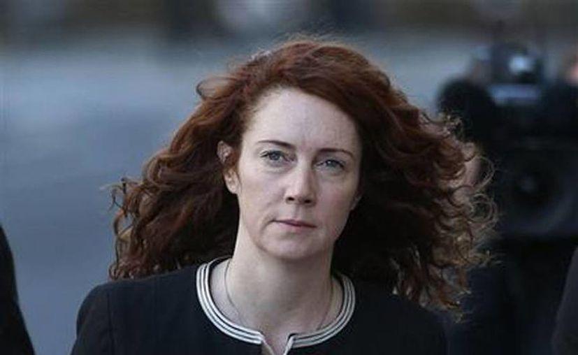 La ex directora del tabloide News of the World, Rebekah Brooks, llega al Tribunal Penal Central en Londres. (Agencias)