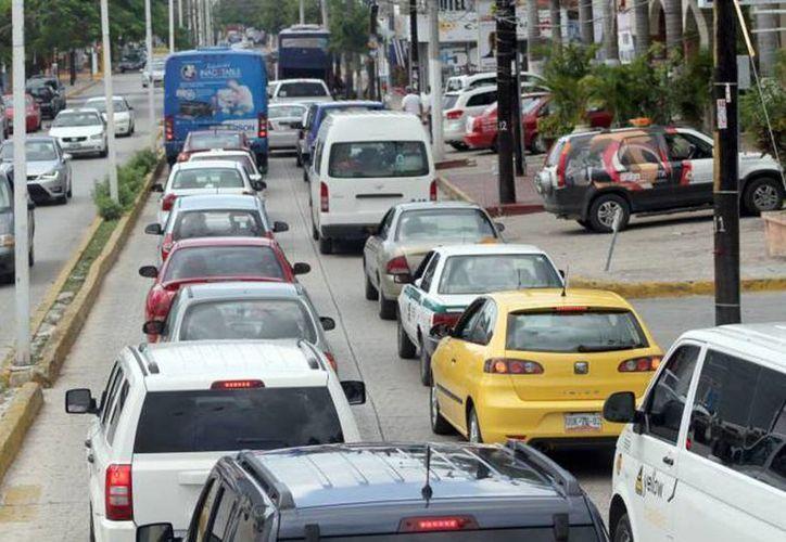 El parque vehicular aumentará 29.6 por ciento en 15 años, lo que significa 9.2 millones de unidades más, principalmente de motor a gasolina y diésel, y en menor medida a gas LP y gas natural comprimido. (Archivo/SIPSE)