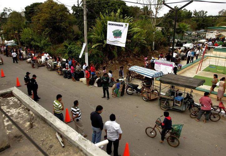 Cientos de ticuleños se dieron cita en el parque de la colonia a San Joaquín. (Milenio Novedades)