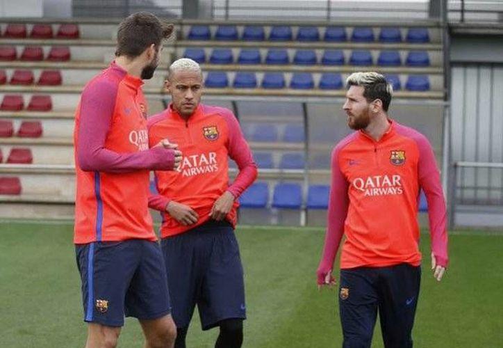 Junto a Lio Messi también se presentaron a las prácticas los jugadores que vieron acción con su selección en la Fecha FIFA. (Foto tomada de Twitter/ @FCBarcelona)