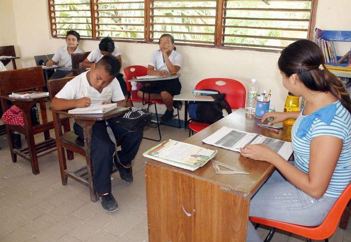 La prueba será aplicada a más de cinco mil maestros de todo Quintana Roo. (Sergio Orozco/SIPSE)